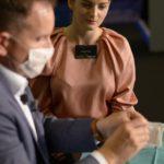 Kunde wird auf das Einsetzten eines Implantates von Dr. Kramer vorbereitet